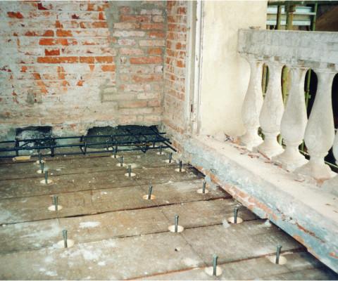 Ristrutturazione di solai in legno: Particolare collegamento perimetrale